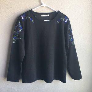 Tops - 🎈FREE! NWT Black floral blouse size small